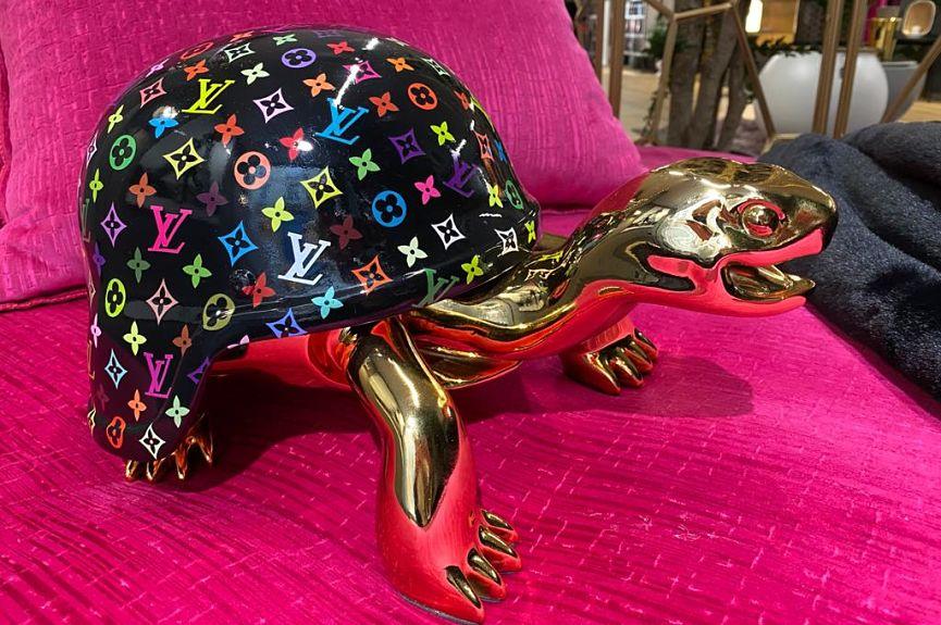 tortue vuitton noir et couleurs